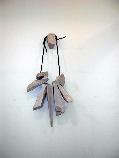 Paolo Icaro, A collana 1999 marmo e piombo cm 130x81x24