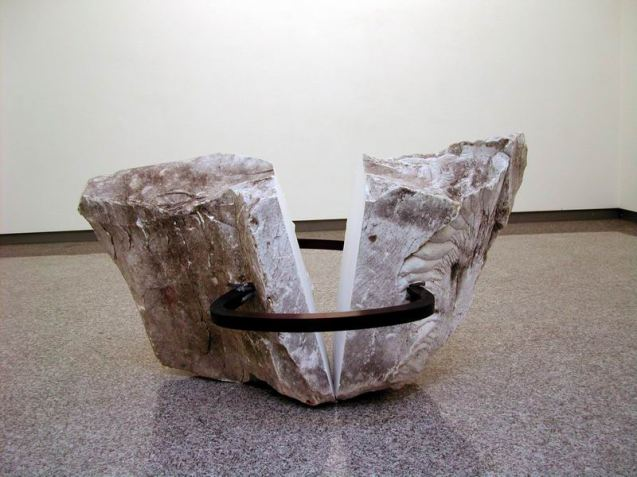 Paolo Icaro, Piretra spaccata 2006 marmo di Carrara, acciaio e piombo cm 88x150x108
