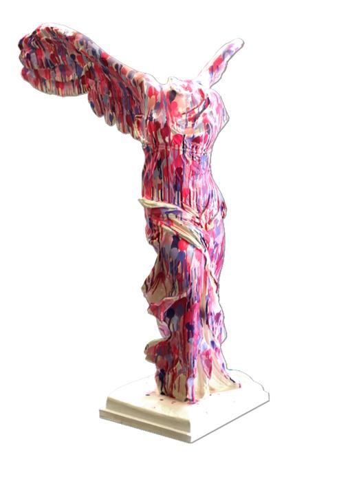 Omar Hassan, éclaboussure ... Nike, Spray su statua in gesso, h 96 cm., 2011