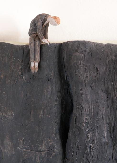 Pino Deodato, Le pieghe dei vestiti raccontano la storia (dettaglio 2), 2014, installazione, 3 x 2 mt, Ph Tommaso Riva.