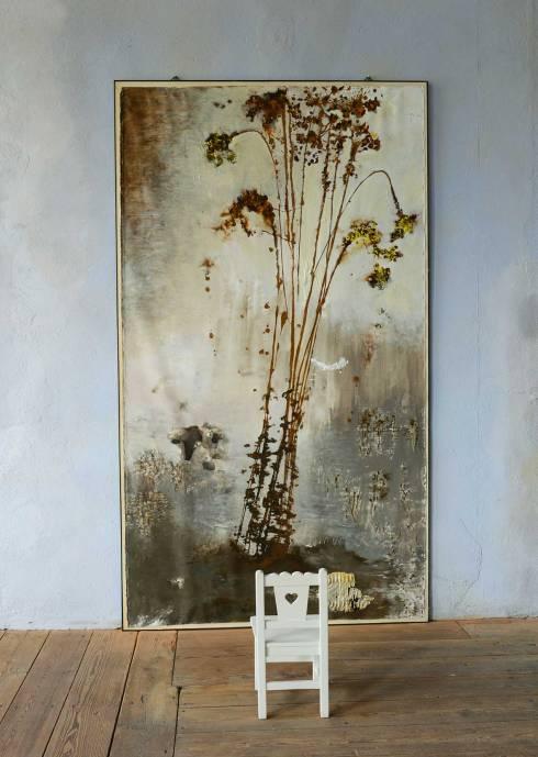 Brigitta-Rossetti,-Fiori-di-Arlecchino,-acrilico-su-tela-montata-su-legno-con-graffette-e-supporto-in-ferro,-pigmenti-e-seggiolina-in-legno,-153x275-cm.,-2013