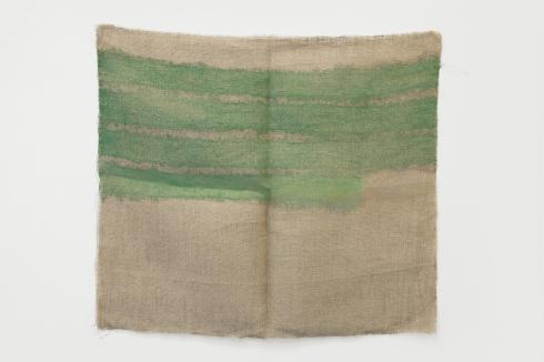 Giorgio Griffa, Orizzontale, 1979, acrilico su juta, cm 67x76