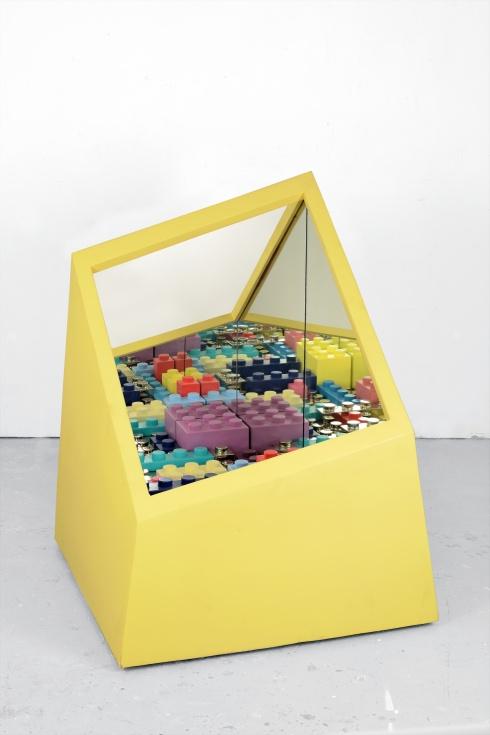 2015_%22kamigami box : yellow%22cm 88x88x115-ferrocromato , legno e specchio, esemplare unico(b)