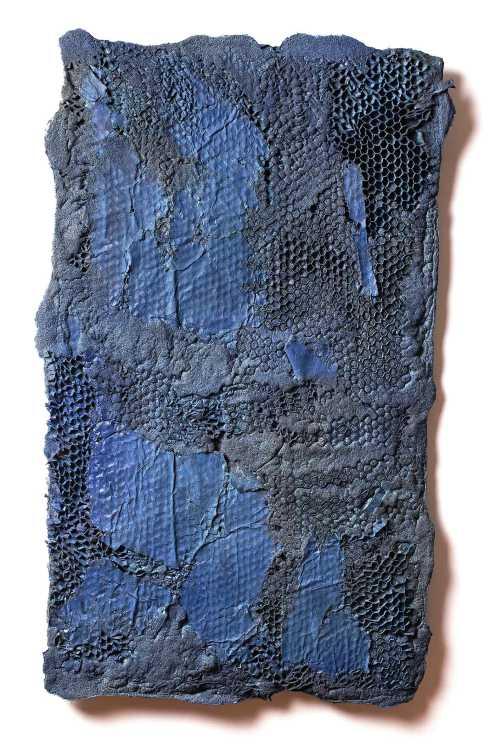 manuel-grosso-charta-2016-strappo-schiume-poliuretaniche-sabbia-stoffe-acrilici-tavola-80x58x1-cm